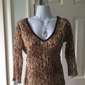 Women's brown and tan waffle like 3/4 sleeve top